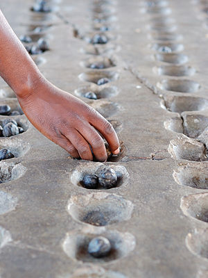 Strategiespiel Mancala in Maputo, Mosambik