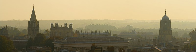 Oxford Skyline Panorama from St Mary's Church - Oct 2006.jpg